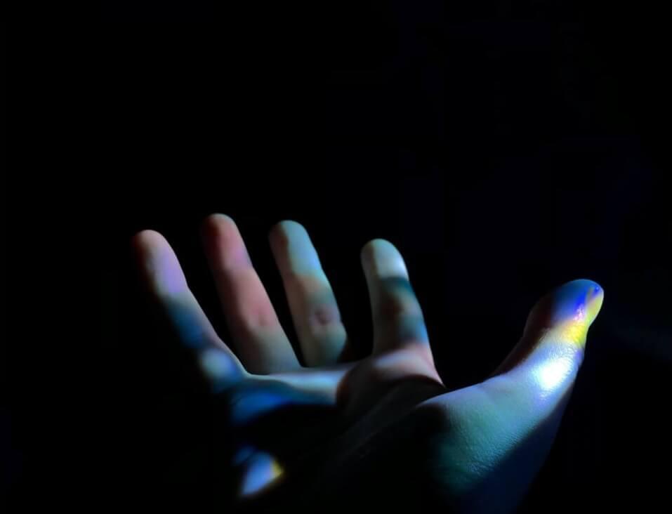 """Representação da assistência na """"Aceleração das vivências da Projeção Consciente""""- Imagem por Unsplash.com"""